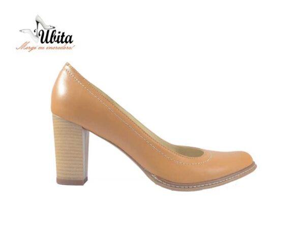Pantofi dama bej din piele naturala cu toc mediu gros la comanda V0373-Mara