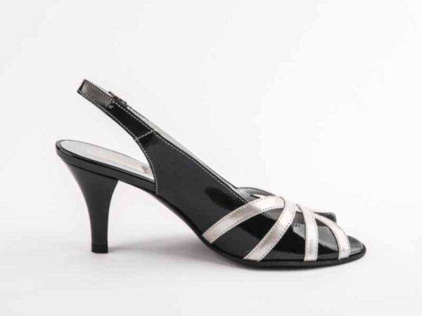Sandale dama lac negru cu toc mediu si bareta la spate la comanda V0043-Aryana